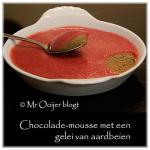 Chocolade-mousse met een gelei van aardbeien