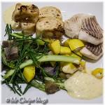 Tarbotfilet en visrolletjes met groentes, saffraanaardappelen en aioli