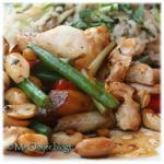 Kip, gemarineerd in pikante bonensaus