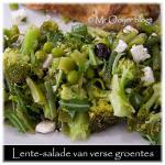 Late-lente of vroege-zomer salade van verse groentes
